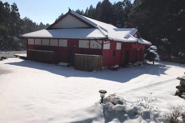 Temple raélien de Korindo sous la neige ( près de Tokyo, Japon)