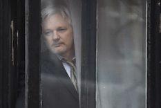 journaliste Assange fausses news