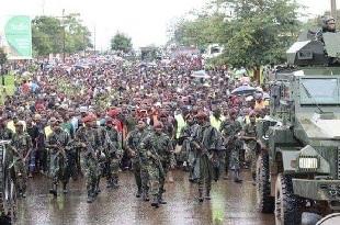 l'armée avec le peuple au Malawi