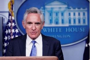 Twitter censure les directives sur les masques postées par le conseiller spécial Covid-19 de la Maison Blanche.