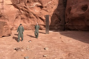monolithe de métal